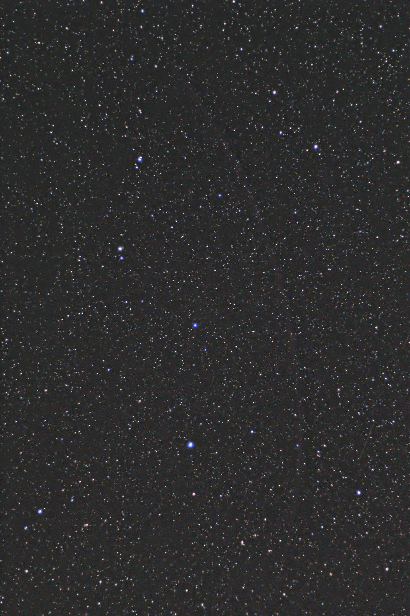 leo 20190411 50mm 300s.jpg