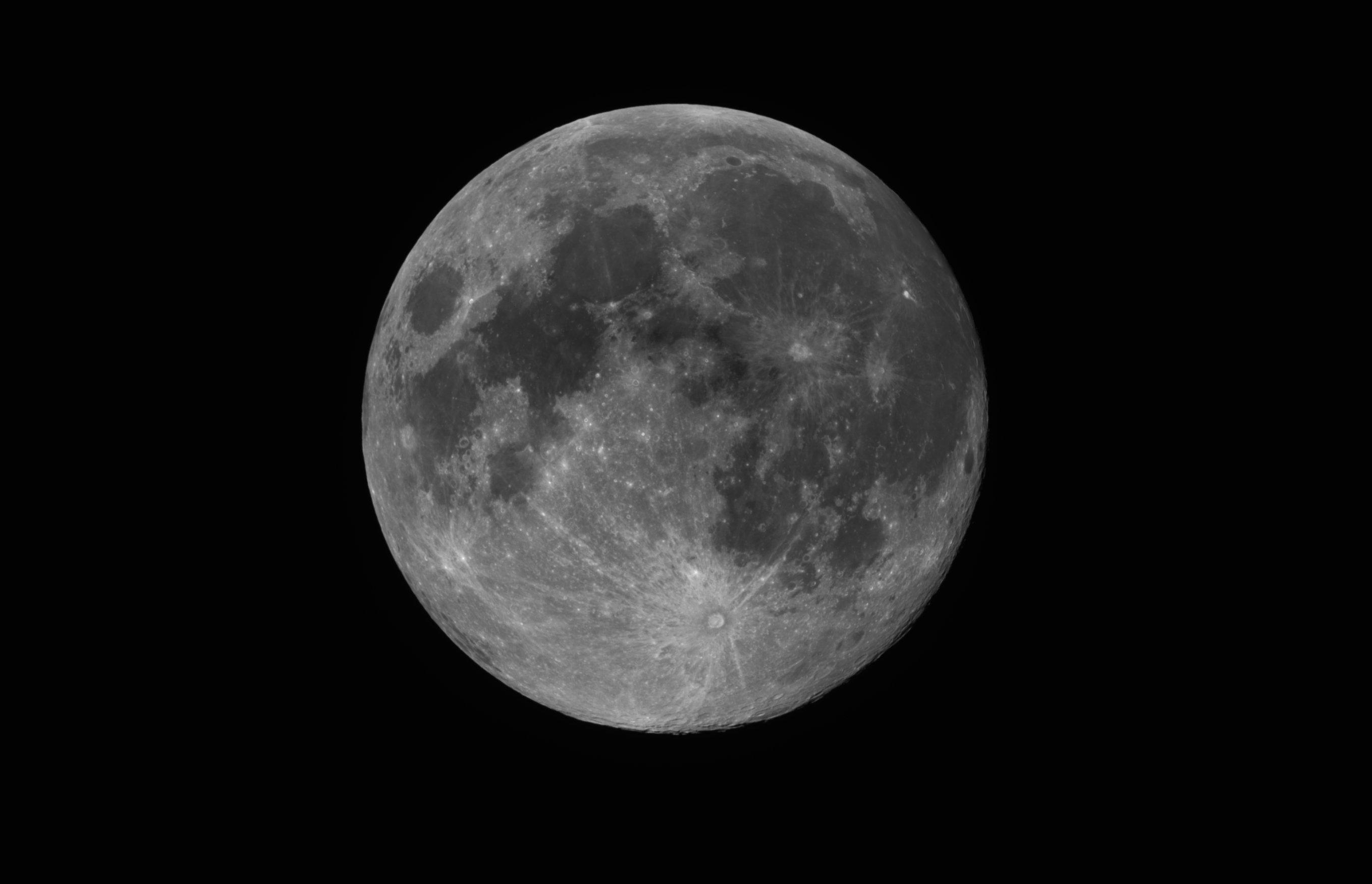 99,4% May waxing Moon.jpg